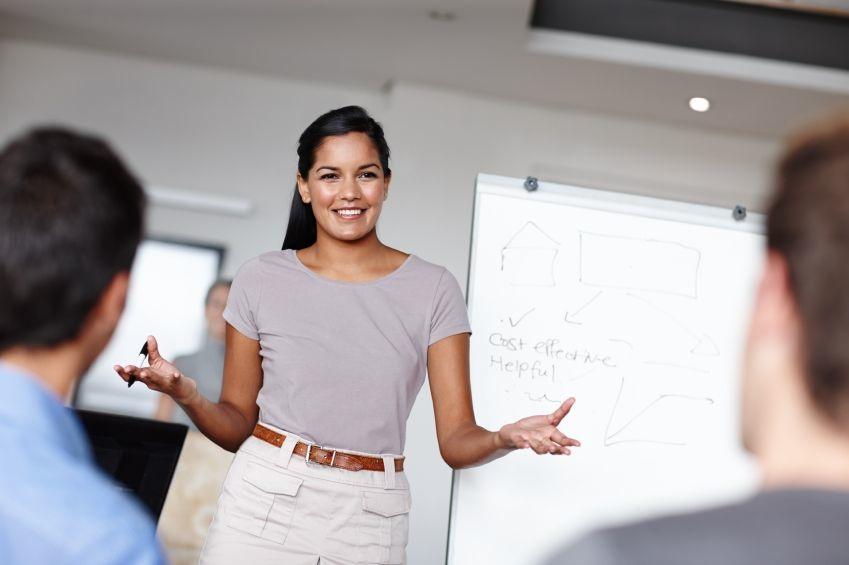 Das perfekte Businessoutfit für Frauen: zwischen Seriosität und Trendbewusstsein