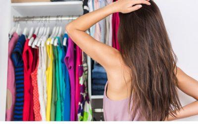 So schaffen Sie Ordnung und Platz im Kleiderschrank