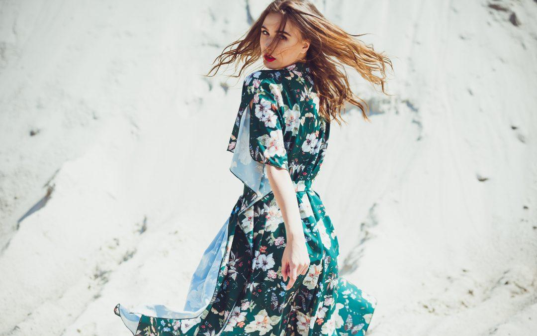 So stylen Frauen Sommerkleider auch im Herbst stilsicher